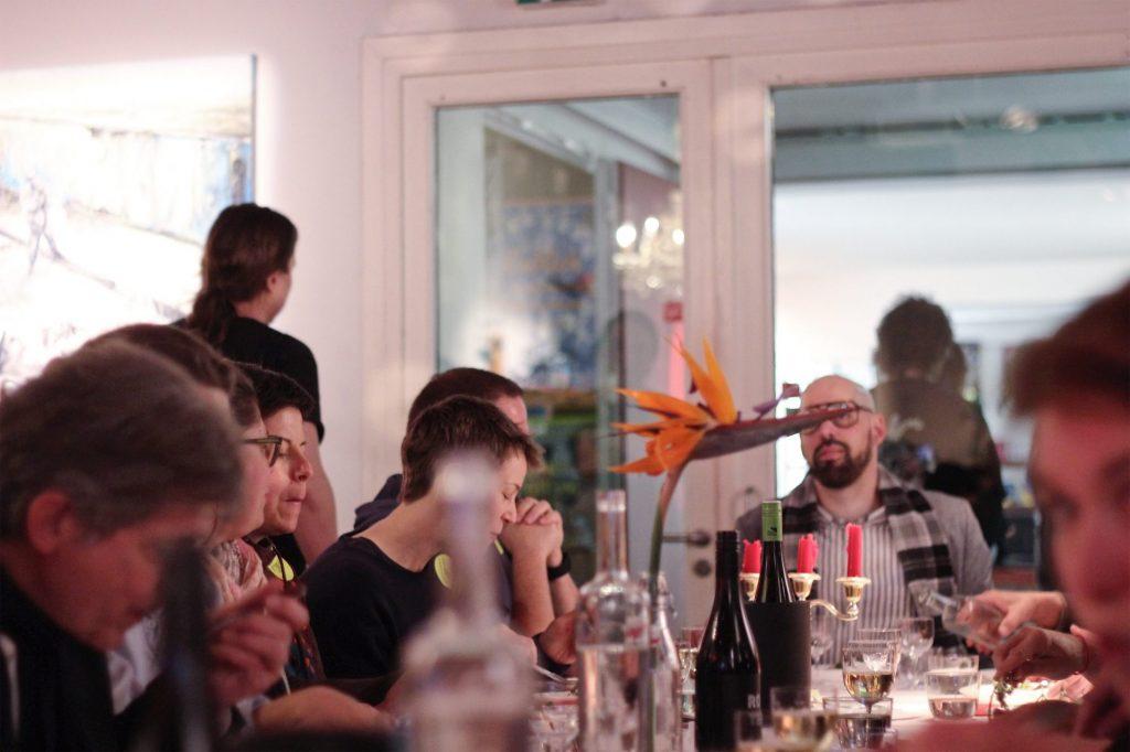 Patrick Müller serviert Dinner nach der Vorstellung von »Vernon Subutex 1+2«