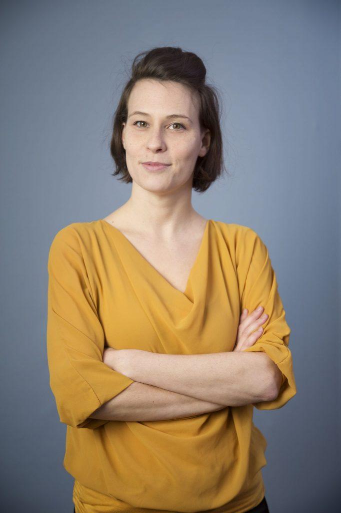 Clara Stern aus Wien absolvierte an der Universität Wien das Studium der Theater-, Film- und Medienwissenschaft und studiert seit 2009 Buch und seit 2011 auch Regie an der Filmakademie Wien, beides derzeit im Master-Studium. Sie arbeitet aktuell an ihrem ersten langen Spielfilm.